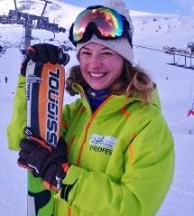 Anitka porfosera de esquí en Sierra Nevada